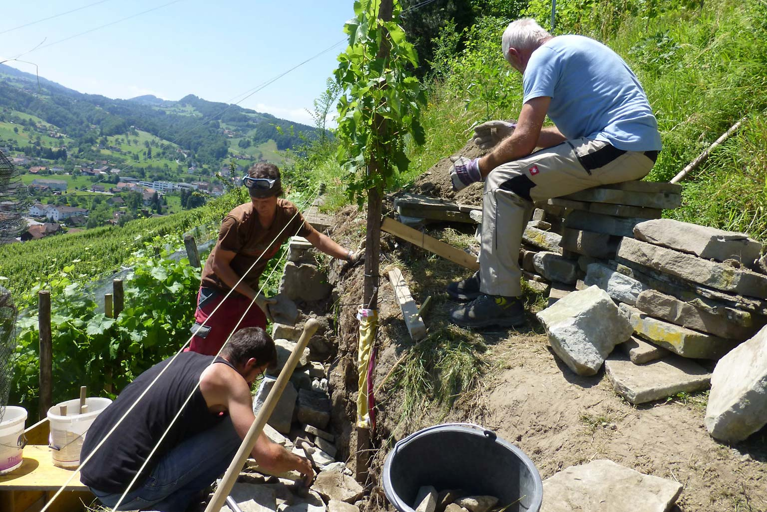 Trockenmauersanierung mit dem Profi Roman Kengelbacher